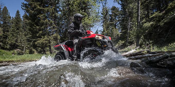 ATV Polaris Sportman i vatten